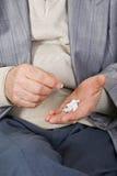 Tomar la medicación Fotos de archivo libres de regalías
