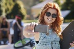 Tomar un selfie Imágenes de archivo libres de regalías