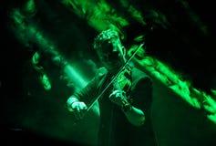 Tomasz Mrenca в реальном маштабе времени на международной мультимедийной презентации - окружающем фестивале Gorlice Польша Стоковые Фотографии RF