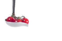 Tomat da cereja na cutelaria do saus Imagem de Stock Royalty Free