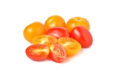 Tomat för körsbärsröd tomat och gulingplommonpå vit Royaltyfri Bild