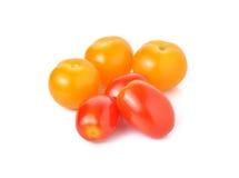 Tomat för körsbärsröd tomat och gulingplommonpå vit Royaltyfri Foto