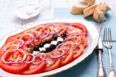 Tomat, Feta, lökar och Arugulasallad Arkivbild