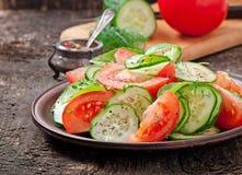 Tomat- och gurkasallad royaltyfria foton