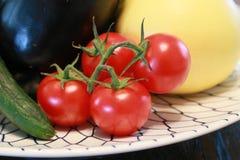 Tomat på maträtt på tabellen Fotografering för Bildbyråer