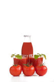 tomat två för fruktsaft för flaskexponeringsglas Fotografering för Bildbyråer