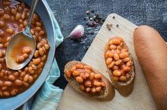 Tomatbönor på rostat bröd Royaltyfri Foto