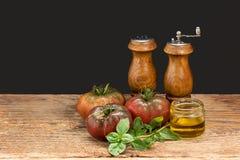 Tomatbasilikaförberedelse fotografering för bildbyråer