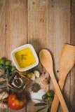 Tomate, aceite de los aceitunas y Imagenes de archivo