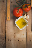 Tomate, aceitunas y aceite 库存图片
