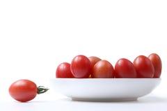 Tomate auf der Platte Lizenzfreie Stockfotografie