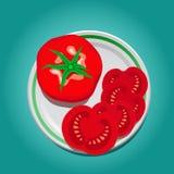 Tomate auf einer Platte mit Scheiben Stockbilder