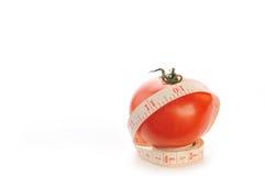 Tomate avec le mètre photo stock