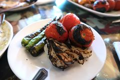 Tomate, cebola e pimenta grelhados Fotos de Stock Royalty Free