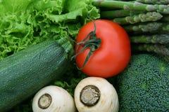 Tomate-cerise, laitue et légumes sains Photo libre de droits