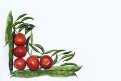 Tomate, chiles rojos y haba aislados con las verduras esenciales del fondo blanco para la comida mexicana foto de archivo libre de regalías
