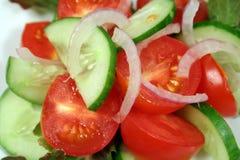 Tomate, concombre et oignon Image libre de droits