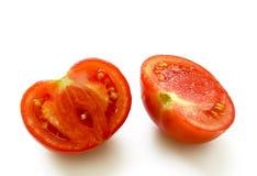 Tomate cortado em duas porções Fotografia de Stock