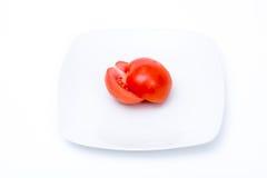 Tomate coupée dans deux demi Photo libre de droits