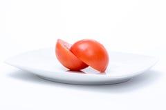 Tomate coupée dans deux demi Images stock