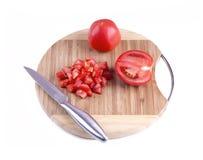 Tomate coupée en tranches sur le conseil Photos libres de droits