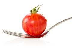 Tomate de cereza en una fork Foto de archivo