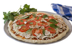 tomate de pizza de champignon de couche d'isolement par basilic Photo libre de droits