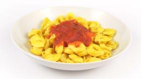 Tomate de Tortelli de las pastas del plato almacen de video