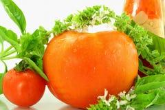 Tomate e manjericão vegetais Fotos de Stock