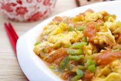 Tomate e ovo fritados Stir Imagens de Stock