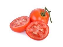 Tomate fraîche de totalité et de demi coupe sur le fond blanc Images stock