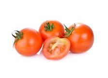 Tomate fraîche de totalité et de demi coupe sur le fond blanc Photo stock