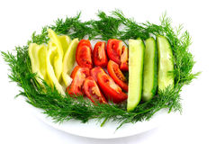 Tomate fresco cortado, pepino, aneto da pimenta isolado no branco Imagens de Stock