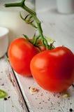 Tomate fresco na tabela de madeira Fotografia de Stock Royalty Free