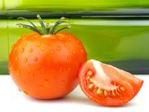 Tomate ganz, Tomatenscheibe Stockbild