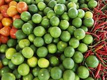 Tomate, limão e picante no mercado Imagens de Stock Royalty Free