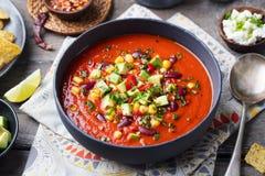 Tomate mexicano, feijão, sopa da pimenta de sino foto de stock