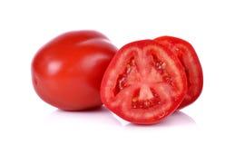 Tomate mit dem Schnitt lokalisiert auf weißem Hintergrund Lizenzfreie Stockbilder