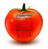 Tomate mit einem Nahrungstatsachenaufkleber. Stockfoto