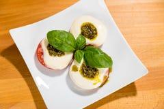 Tomate, Mozarella, Basil Image stock