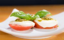 Tomate, Mozarella, Basilikum Lizenzfreies Stockfoto
