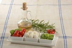 Tomate, mozzarella et basilic Photos libres de droits