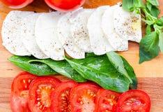 Tomate, mussarela, manjericão 12 Imagem de Stock
