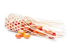 Tomate no busket de bambu no fundo branco Imagens de Stock Royalty Free