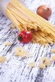 Tomate, oignon et spaghetti Photographie stock libre de droits