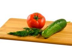 Tomate, pepino y eneldo en un fondo blanco Fotos de archivo