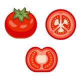 Tomate rojo, fresco, cortado y entero aislados en el fondo blanco Verdura sabrosa, madura Foto de archivo libre de regalías