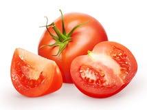Tomate rouge fraîche entière avec la feuille verte, la moitié et la tranche Images libres de droits