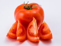 Tomate rouge sur un fond blanc photo stock