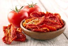 Tomate secado e fresco Imagens de Stock Royalty Free